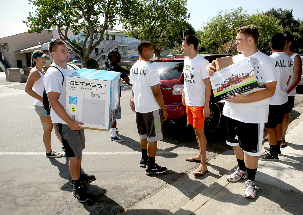 Description of . Members of the University of La Verne football team were among the volunteers helping new students move into the dorms Wednesday August 20, 2014, as they get ready for the new fall semester at the University of La Verne, in August 2014. (Nancy Newman/for the Inland Valley Daily Bulletin)