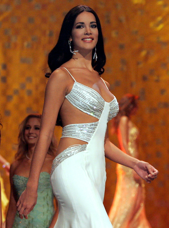 Description of . In this May 31, 2005 file photo, Monica Spear, Miss Venezuela 2005, competes at the Miss Universe competition in Bangkok, Thailand.  Venezuelan authorities say the soap-opera actress and former Miss Venezuela and her husband were shot and killed resisting a robbery after their car broke down on Monday, Jan. 6, 2014. She was 29.   http://bit.ly/1pHR1S9 (AP Pool/Rungroj Yongrit, Pool)