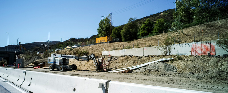 Construction along the 405 freeway between the 101 freeway and the 10 freeway Thursday, October 17, 2013 .   (Photo by David Crane/Los Angeles Daily News)