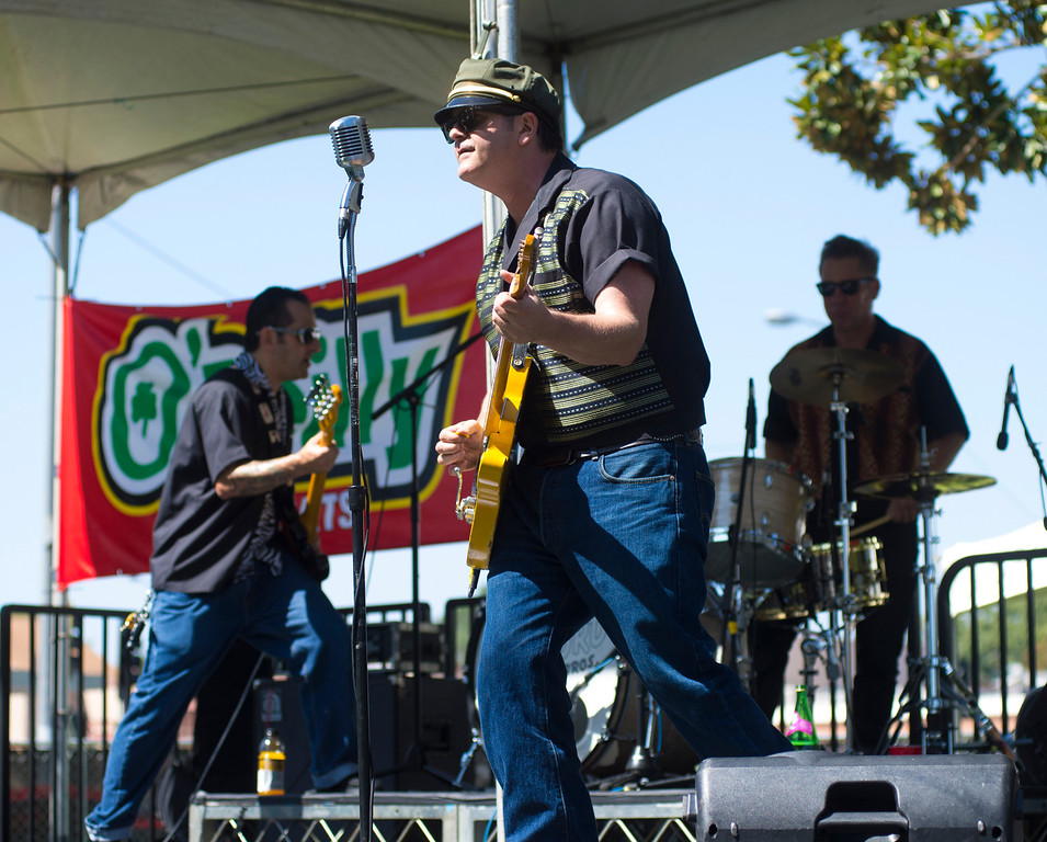 Description of . IDB-L-DBROUTE66-SAT-015 The Wayford Brothers band perform as classic cars line Euclid Ave in Ontario, for the