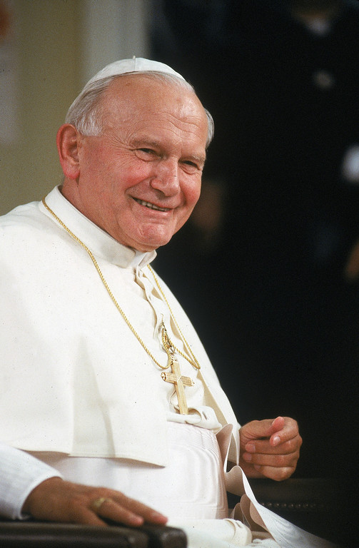 Description of . Pope John Paul ll at Immaculate Conception school, Los Angeles, California, September 1987. (Photo by Dirck Halstead/Time Life Pictures/Getty Images)