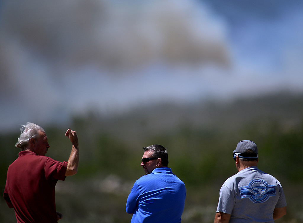 Description of . A group of people watch as the Etiwanda Fire burns to the west of Golden Ridge Place in Rancho Cucamonga. Driven by fierce winds the fire has grown to about 800 acres, threatening homes and forcing some residents to evacuate. (Photo by Rick Sforza/Inland Valley Daily Bulletin)