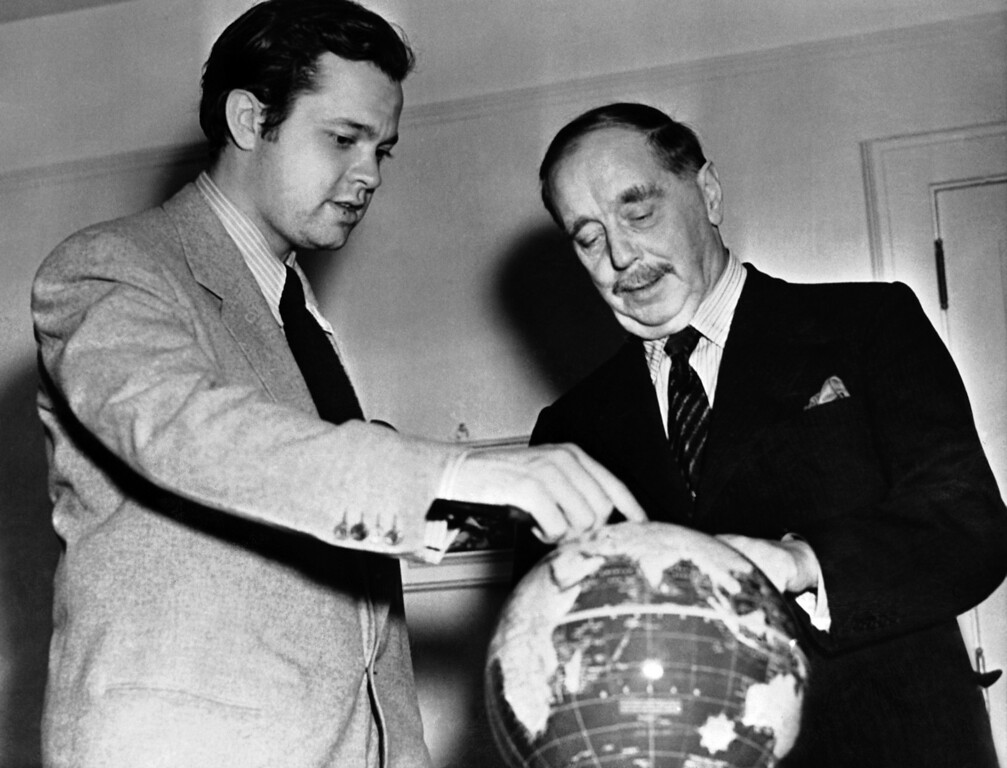 Description of . American film director and actor Orson Welles, left, photographed with English author H.G. Wells when they met in San Antonio, Texas, on Nov. 30, 1940. The pair were discussing events in Europe when this picture was taken. It will be remembered that, two years previously, a radio adaptation of H.G. Wells novel, ?The War of the Worlds? was broadcast in America as though the events therein described were actually taking place, and it caused a minor panic among the Americans.  (AP Photo)