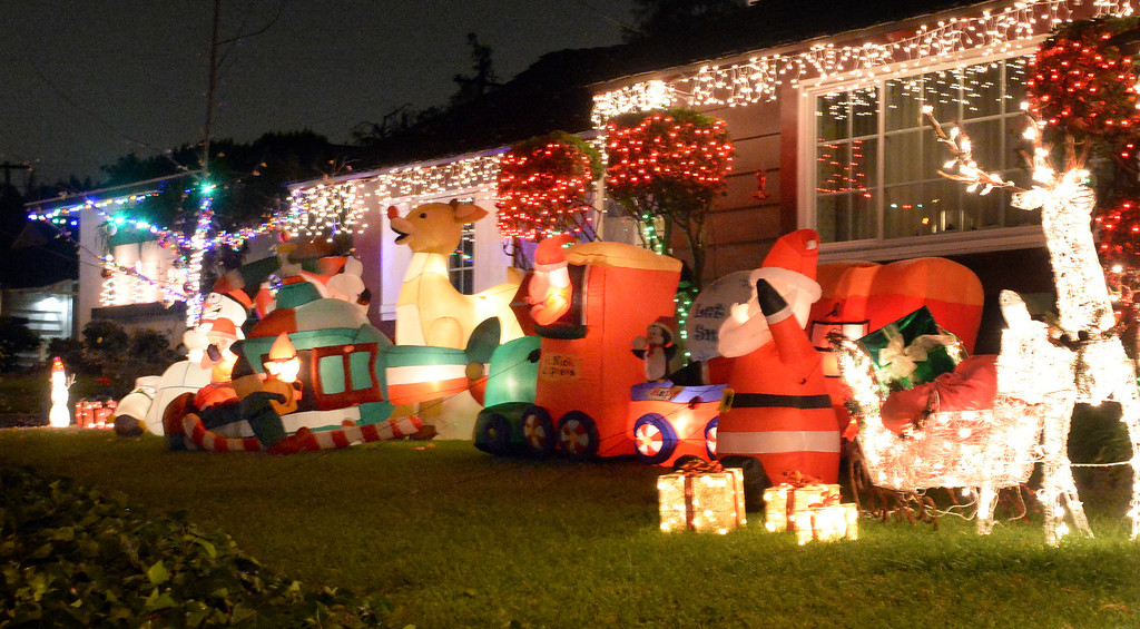 Description of . A house is decorated on the 14400-block of Eastridge Drive in Whittier on Thursday December 19, 2013. (Photo by Keith Durflinger/Whittier Daily News)