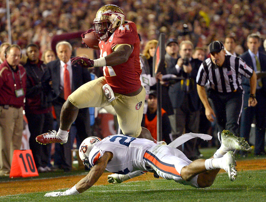 Description of . Florida State's Chad Abram goes for a fourth quarter score against Auburn during the 2014 Vizio BCS National Championship January 6, 2014 in Pasadena CA.  Florida State won the game 34-31.(Andy Holzman/Los Angeles Daily News)