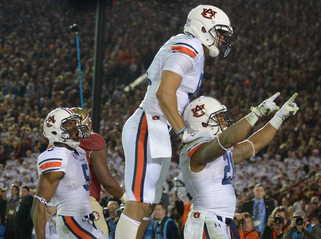 Description of . Auburn running back Tre Mason (21) reacts after scoring a touchdown against Florida State in the fourth quarter of the BCS National Championship game at the Rose Bowl in Pasadena, Calif., on Monday, Jan. 6, 2014. Florida State won 34-31.  (Keith Birmingham Pasadena Star-News)