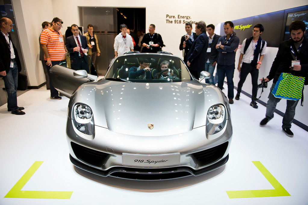 Description of . The 2015 Porsche 918 Spyder plug-in hybrid sports car at Los Angeles Auto Show on Wednesday, Nov. 20, 2013, in Los Angeles. (Photo by Watchara Phomicinda/San Gabriel Valley Tribune)