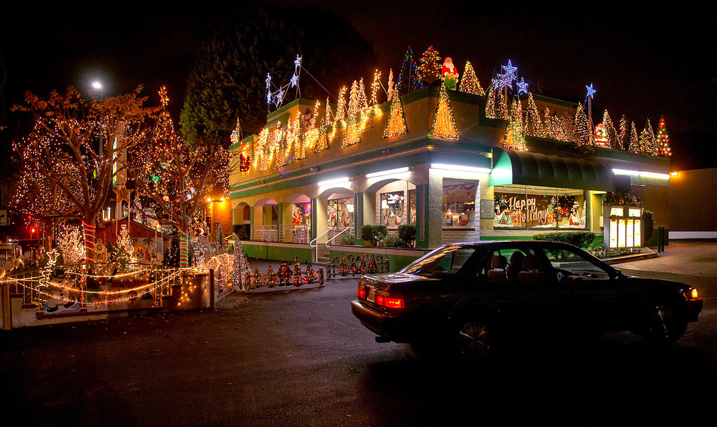 Description of . Rick's Drive-in Christmas lights at Greenleaf Avenue and Penn Street in Whittier, Calif. Dec. 18, 2013.   (Staff photo by Leo Jarzomb/Whittier Daily News)
