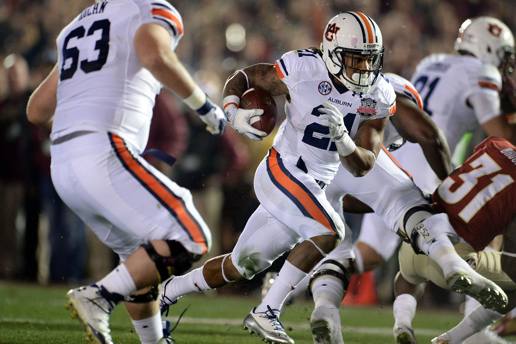 Description of . Auburn running back Tre Mason (21) runs for a touchdown against Florida State in the first half of the BCS National Championship game at the Rose Bowl in Pasadena, Calif., on Monday, Jan. 6, 2014. 