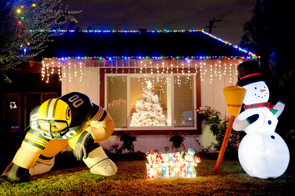 Description of . Holiday lights in the 15000 block of South Glencroft Road in Glendora on Thursday, Dec. 19, 2013. (Staff photo by Watchara Phomicinda)