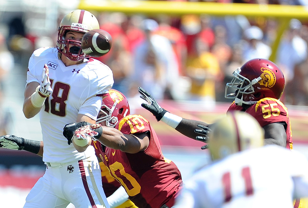 Description of . Boston College's Dan Crimmins (18) can't handle a pass against Southern California during the first half of an NCAA college football game in the Los Angeles Memorial Coliseum in Los Angeles, on Saturday, Sept. 14, 2013.