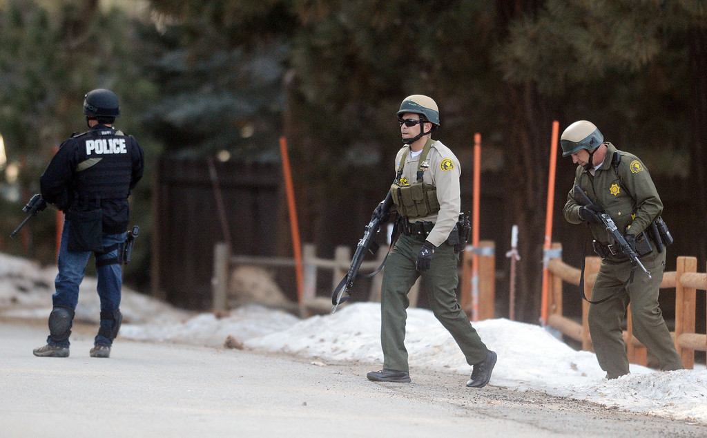 Description of . Law enforcement search door-to-door for ex-LAPD officer Christopher Jordan Dorner near Bear Mountain in Big Bear Thursday February 7, 2013. (Staff photo by Will Lester/Inland Valley Daily Bulletin)