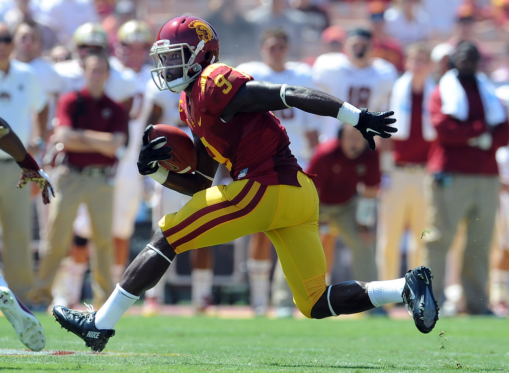 Description of . Southern California wide receiver Marqise Lee (9) catches a pass for a 10 yards and a first down against Boston College during the first half of an NCAA college football game in the Los Angeles Memorial Coliseum in Los Angeles, on Saturday, Sept. 14, 2013.