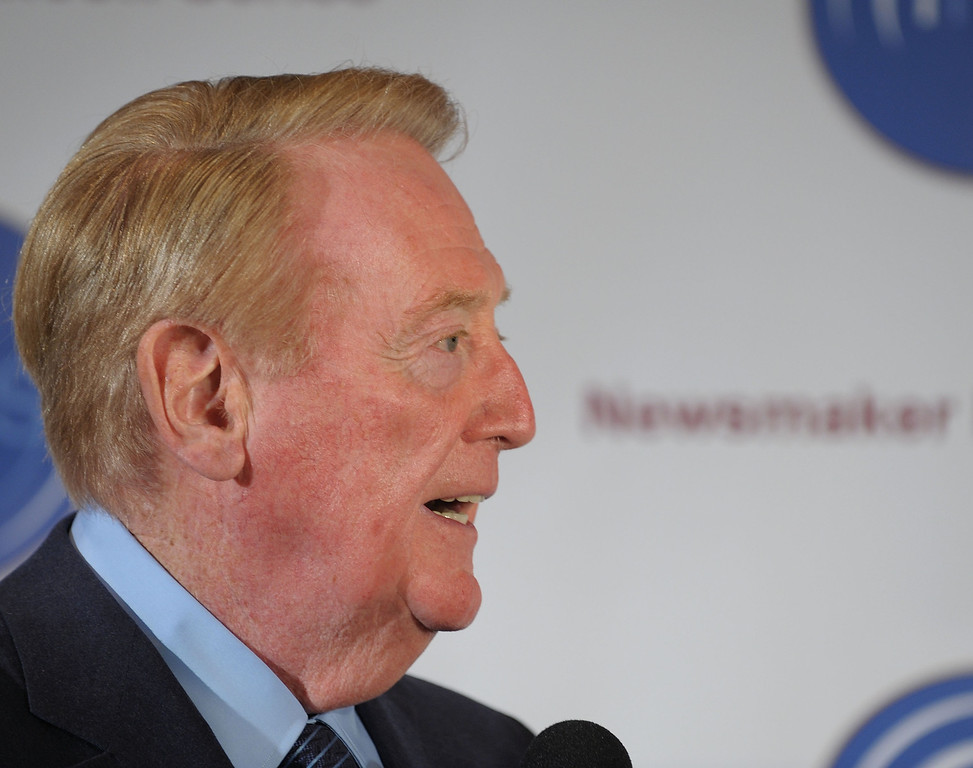 Description of . BEVERLY HILLS, CA - NOVEMBER 10:  Voice of the Los Angeles Dodgers Vin Scully speaks at the Hollywood Radio & Television Society Newsmaker Lunheon at the Beverly Wilshire Hotel  on November 10, 2009 in Beverly Hills, California.  (Photo by Michael Buckner/Getty Images)