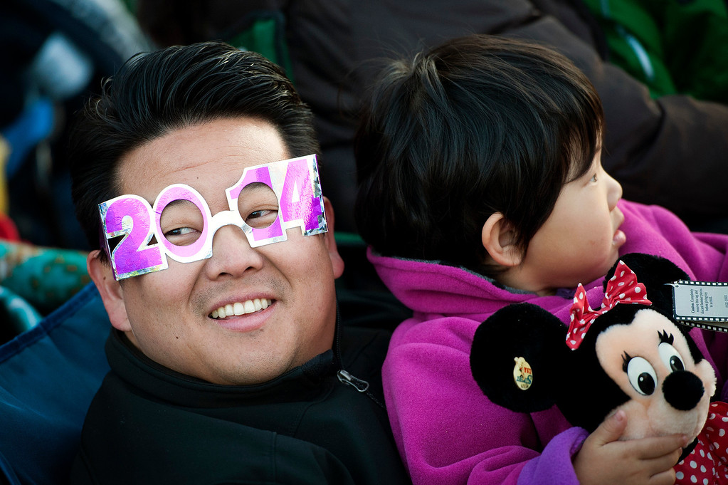 Description of . Steve Rhee and his daughter Melinda wait for the start of the 2014 Rose Parade in Pasadena, CA January 1, 2014.(Andy Holzman/Los Angeles Daily News)
