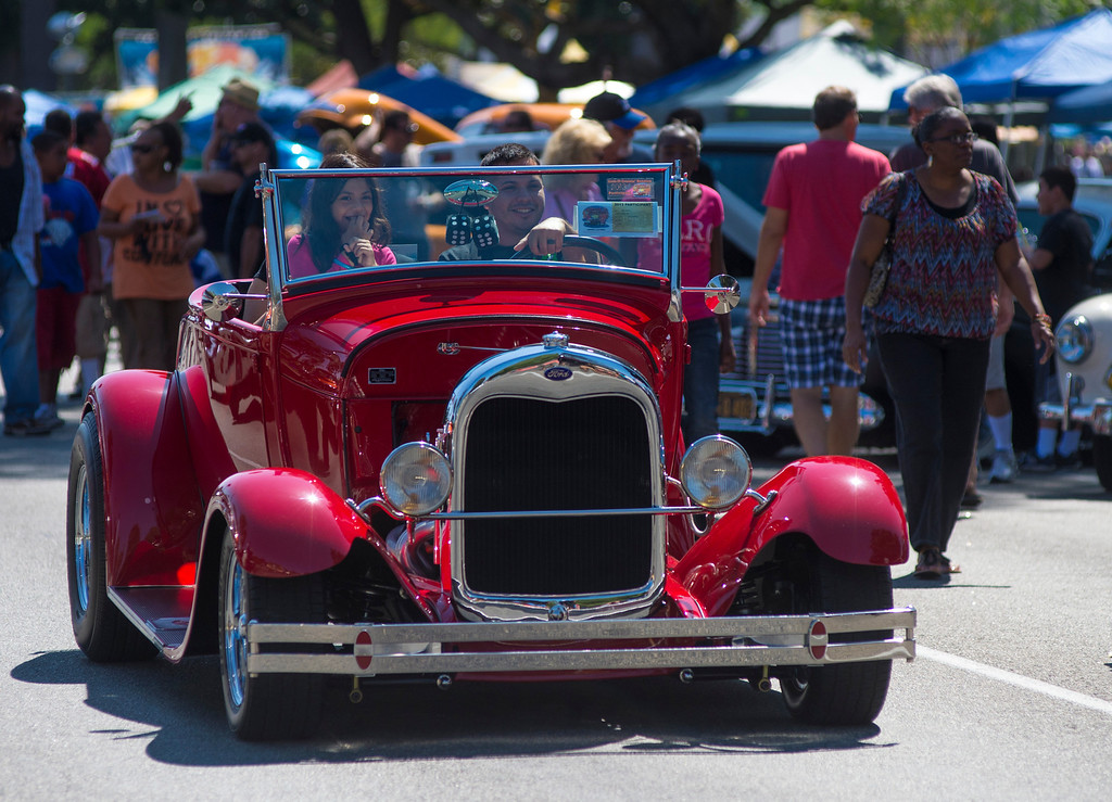 Description of . IDB-L-DBROUTE66-SAT-014 Classic cars line Euclid Ave in Ontario, for the