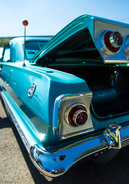 Description of . IDB-L-DBROUTE66-SAT-09 Classic cars line Euclid Ave in Ontario, for the