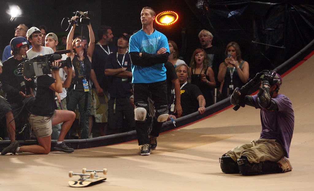 Description of . Bob Burnquist ,right, on his knees after winning the Skateboard Big Air Finals as as Danny Way finished second during the Fourteenth X-Games on Thursday July 31, 2008, in Los Angeles. (SGVN/Staff Photo by Keith Birmingham/SPORTS)