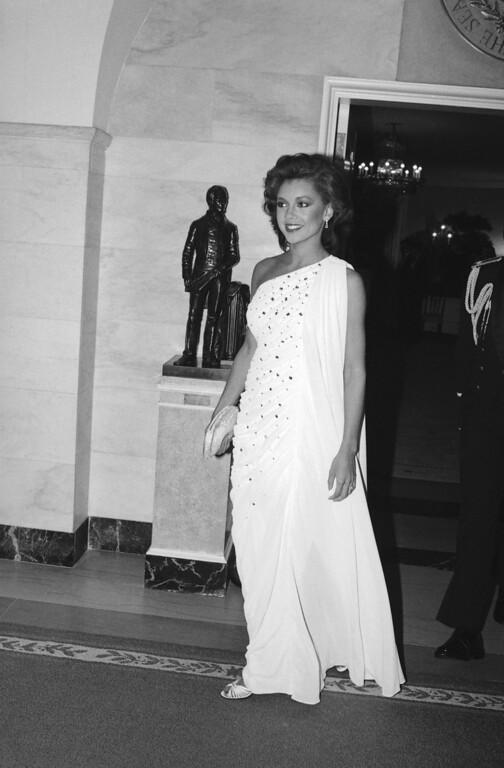 Description of . Vanessa Williams, the newly-crowned Miss America, arrives at the White House in Washington for a state dinner in honor of the visiting West German President Karl Carstens, Oct. 4, 1983. (AP Photo/Ira Schwarz)