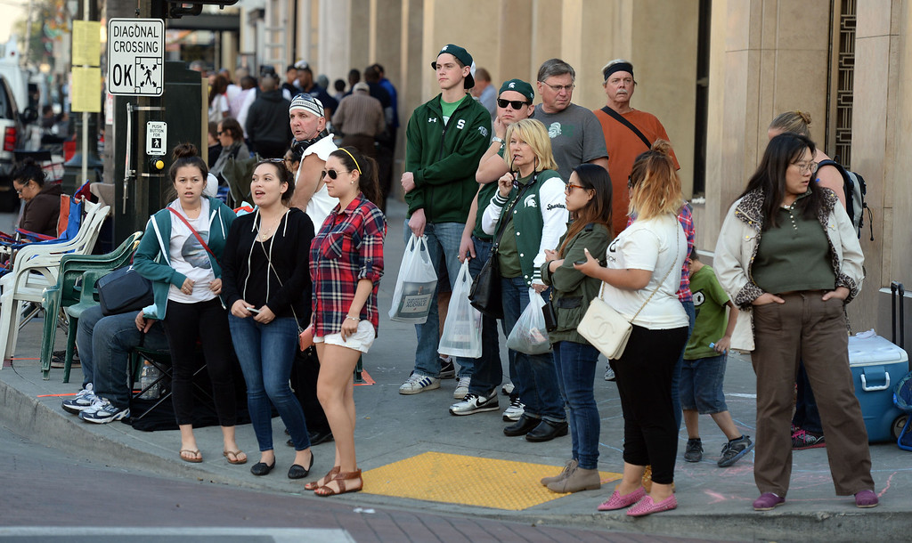 Description of . people camp out and stake their spots as others shop prior to the Rose Parade along Colorado Boulevard in Pasadena, Calif., on Tuesday, Dec. 29, 2013.     (Keith Birmingham Pasadena Star-News)