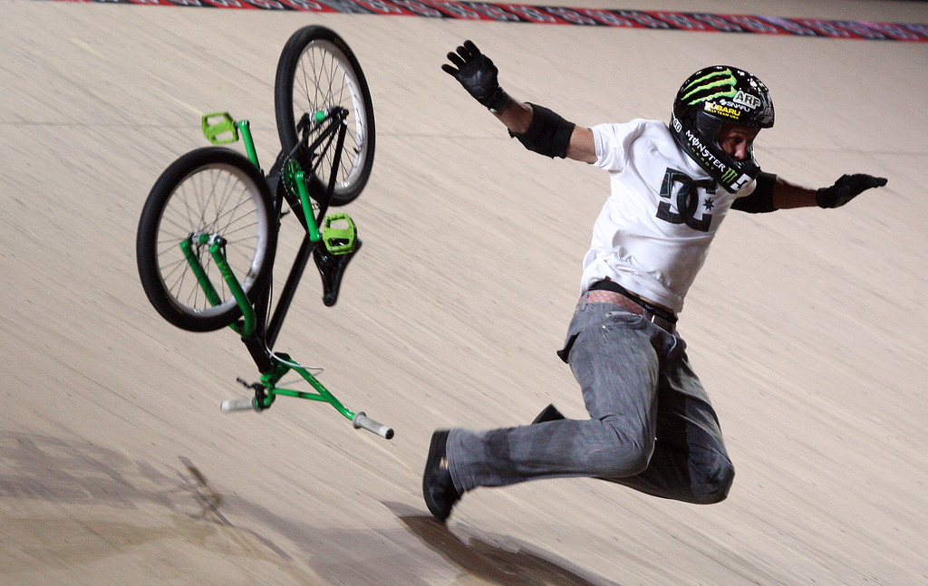 Description of . Steve Mirra crashes on a run during X Games Fifteen BMX Freestyle Big Air Finals at the Staples Center on Friday, July 31, 2009 in Los Angeles,Calif. (SGVN/Staff Photo by Keith Birmingham/SPORTS)