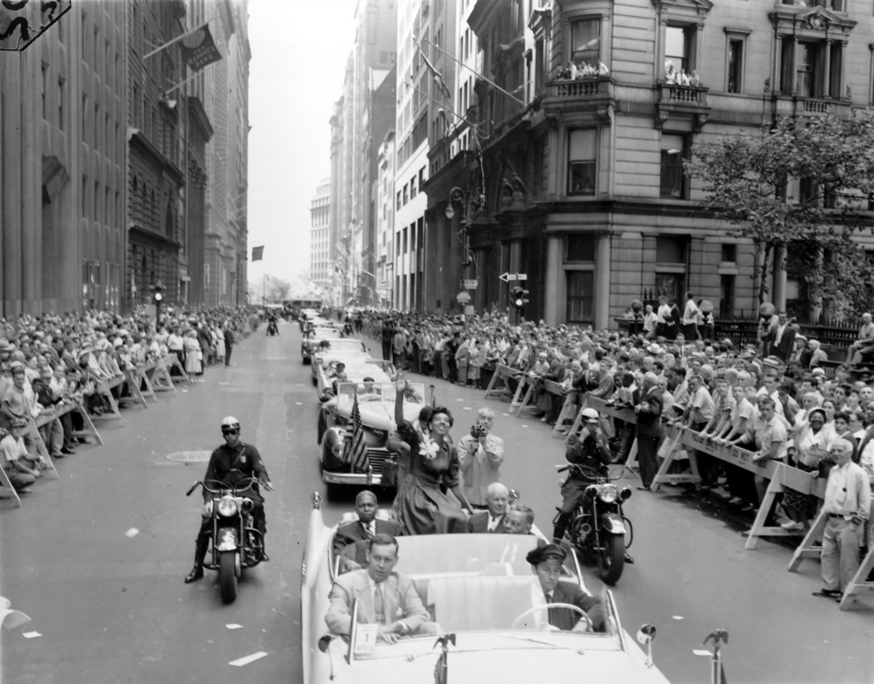 Description of . Althea Gibson, who won the Wimbledon women\'s singles and doubles, smiles and waves to the crowd from the backseat of the open car during a ticker-tape parade up Broadway in New York City on July 11, 1957.  Gibson, of Harlem, N.Y., is the first black person to win the Wimbledon title.  (AP Photo)
