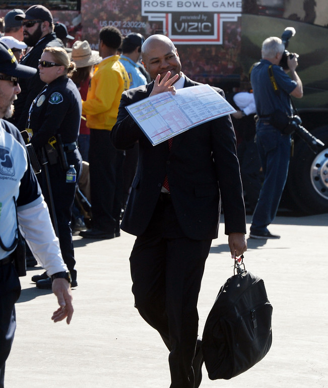 Description of . Stanford head coach David Shaw waves to the crowd as he enters the stadium prior to the 100th Rose bowl game in Pasadena, Calif., on Wednesday, Jan.1, 2014. 