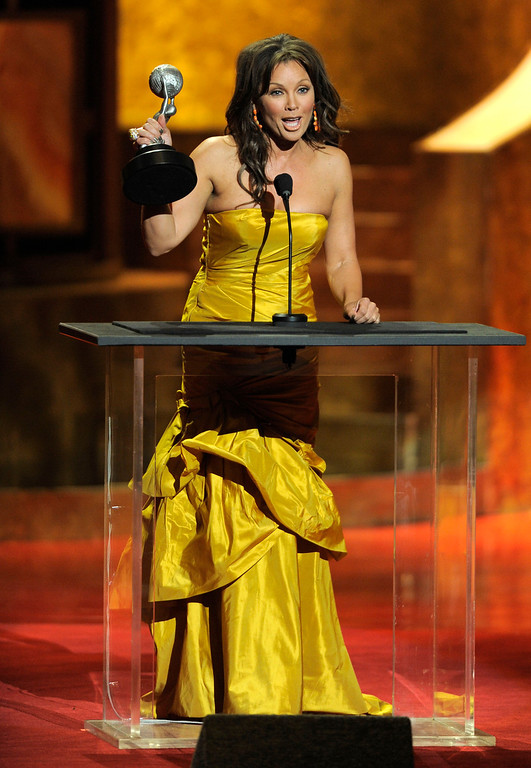 Description of . Vanessa Williams accepts the award for outstanding actress in a comedy series for