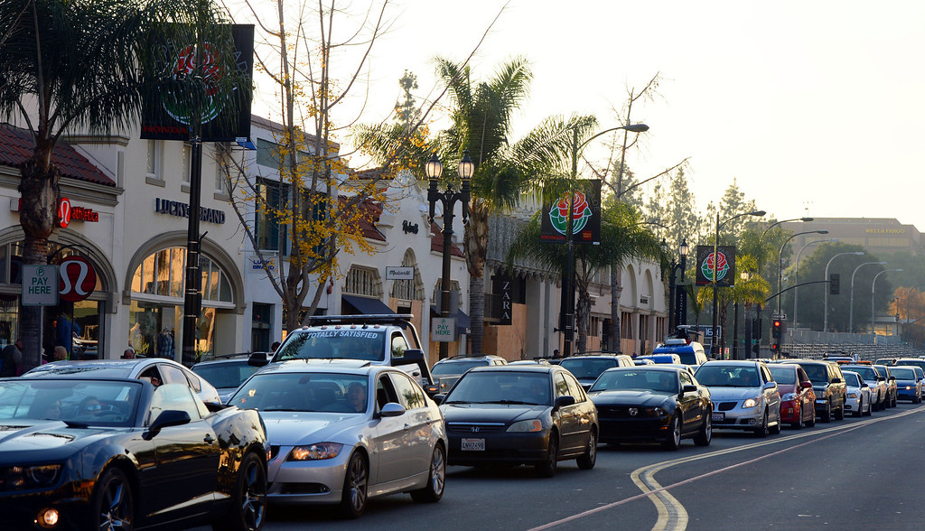 Description of . Traffic along Colorado blvd as people camp out and stake their spots for the Rose Parade in Pasadena, Calif., on Tuesday, Dec. 29, 2013.     (Keith Birmingham Pasadena Star-News)