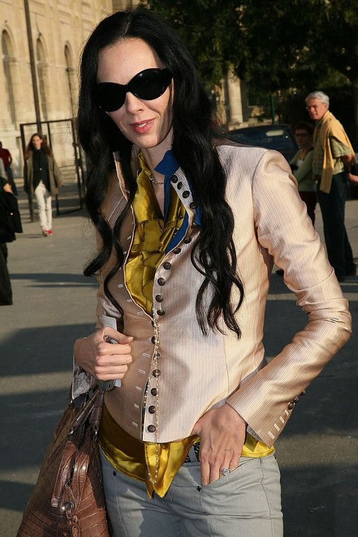 Description of . L'Wren Scott arrive to attend the Lanvin fashion show during the Sping/ Summer 08 fashion week on October 7, 2007 in Paris, France. (Photo by Julien Hekimian /Getty Images)