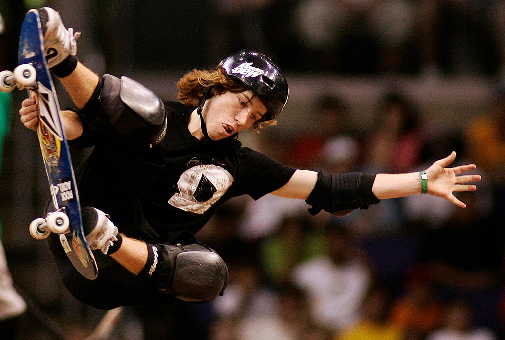 Description of . Shaun White of Carlsbad,Calif.,had a great day as he finshed 2nd in the Skateboard Vert Men's Final. The Eleventh X Games at the Staple Center in Los Angeles,Calif., August 5. 2005. (Pasadena Star-News Staff Photo Keith Birmingham/SXSports)