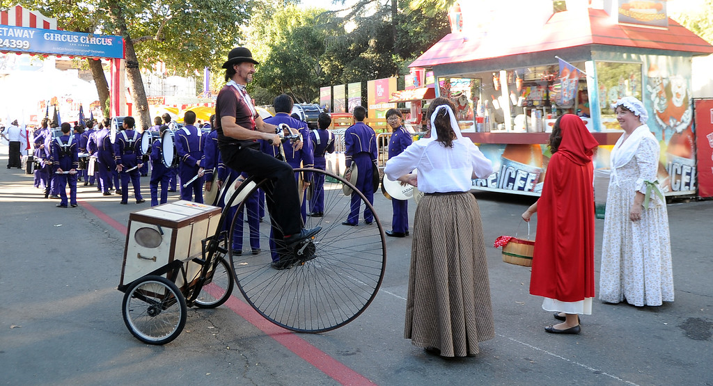 Description of . The Diamond Bar community parade during the 91st Annual L.A. County Fair in Pomona, Calif. on Thursday, Sept. 5, 2013.   (Photo by Keith Birmingham/Pasadena Star-News)