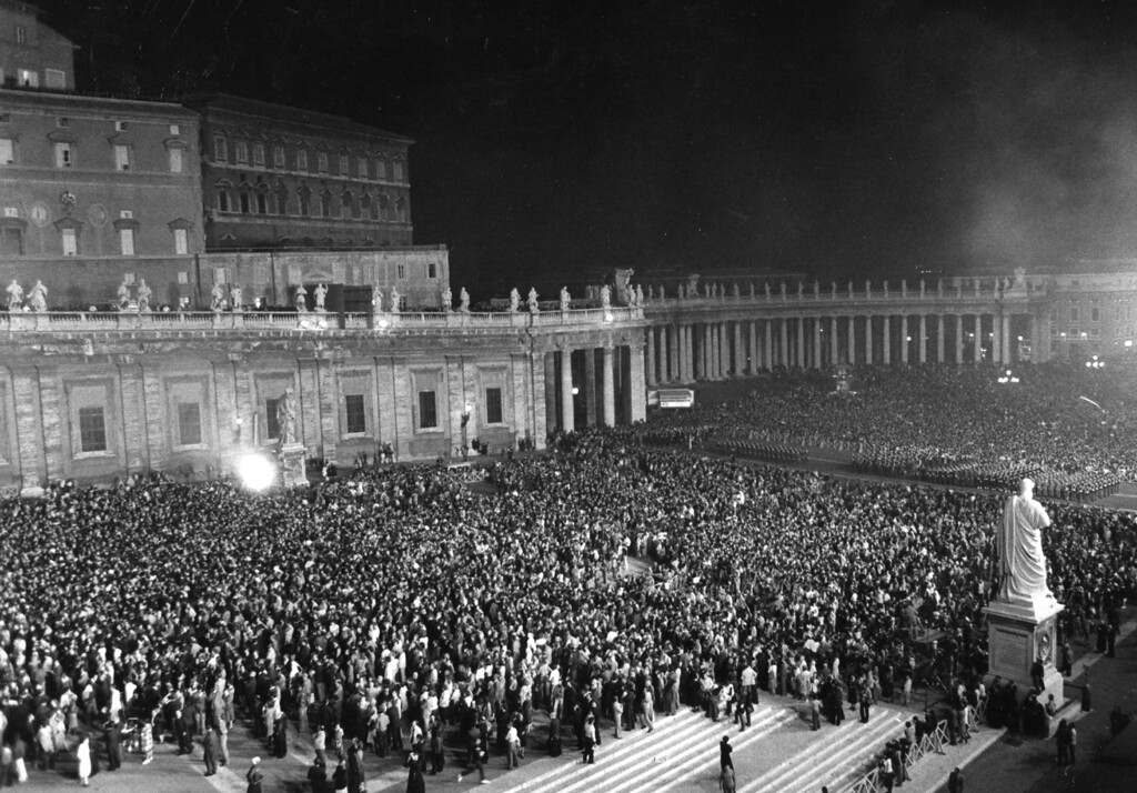 Description of . Tens of thousands fill the vast St. Peter's Square Oct. 16, 1978 to receive the greetings and blessing of the new elected Pope John Paul II. The successor of late Pope John Paul I is the first non-Italian Pontiff since 450 years and comes from Poland. (Ap Photo)
