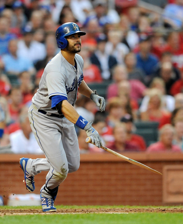 Description of . Los Angeles Dodgers' Andre Ethier watches his broken bat RBI single against the St. Louis Cardinals in the fourth inning in a baseball game Monday, August 5, 2013, at Busch Stadium in St. Louis. Dodgers won 3-2.   (AP Photo/Bill Boyce)