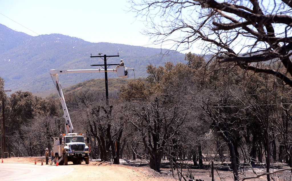 Description of . A crew from Southern California Edison works on power lines along Twin Pines Road in the mountains south of Banning August 10, 2013.  GABRIEL LUIS ACOSTA/STAFF PHOTOTGRAPHER.