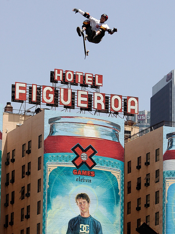 Description of . Danny Way of San Diego seems to fly through the air over the Hotel Figueroa and a huge painting of himself on his way to a gold medal in the Skateboard Big Air Finals during the Eleventh X Games at Staples Center in Los Angeles ,Calif., August 7. 2005.(Pasadena Star-News Staff Photo Keith Birmingham/SXSports)