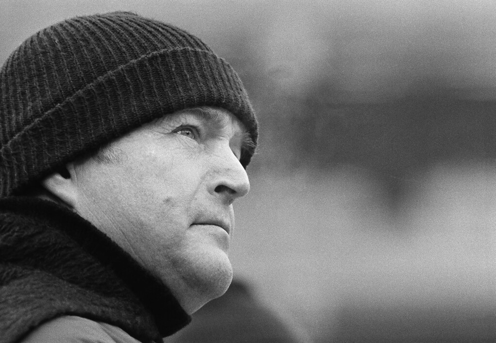 Description of . In this Jan. 6, 1980, file photo, Pittsburgh Steelers coach Chuck Noll glances toward the scoreboard clock during the closing seconds of AFC championship game against the Houston Oilers in Pittsburgh. Noll died Friday, June 13, 2014, at his home. He was 82. http://bit.ly/1vnEfLQ (AP Photo/File)