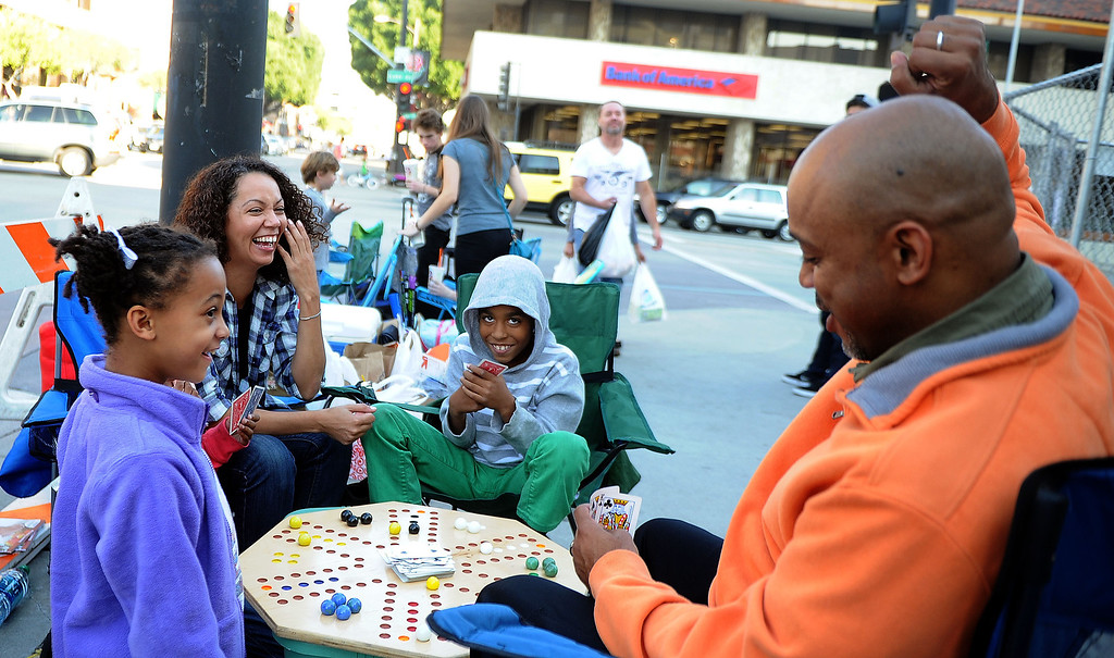 Description of . President Morgan-Barnes, left, with 9 year-old Ryann Bonner, second from left, Valerie Dickson and 9 years-old Jayden Bonner and Chuck Barnes, right, play games as they camp out for the Rose Parade along Colorado Boulevard and Lake Ave. in Pasadena, Calif., on Tuesday, Dec. 29, 2013.     (Keith Birmingham Pasadena Star-News)