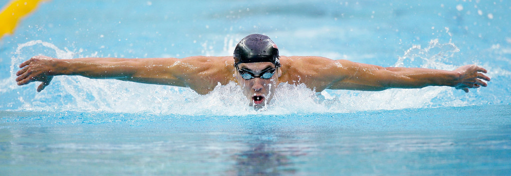 Description of . United States\' Michael Phelps swims to set a new world record as he wins the gold in the men\'s 200-meter butterfly final during the swimming competitions in the National Aquatics Center at the Beijing 2008 Olympics in Beijing, Wednesday, Aug. 13, 2008. (AP Photo/David J. Phillip)