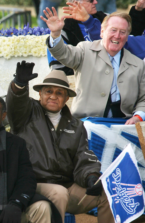 Description of . PASADENA, CA - JANUARY 01: (L-R) Don Newcombe, former baseball pitcher, and announcer Vince Scully of the Los Angeles Dodgers wave on the parade route during the 2008 Pasadena Tournament of Roses Parade on January 1, 2008 in Pasadena, California.  (Photo by Frederick M. Brown/Getty Images)