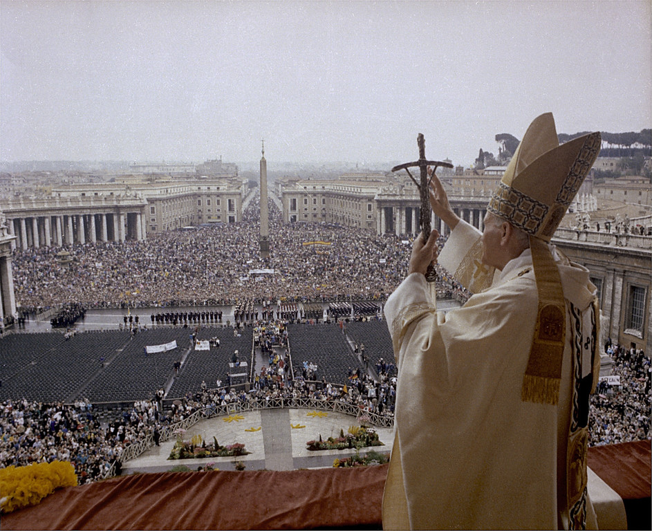 Description of . Pope John Paul II gives the Easter blessing from the balcony of St. Peter's to the crowd gathered in St. Peter's Square on Easter, in this April 3, 1988 file photo. (AP Photo, File/HO)