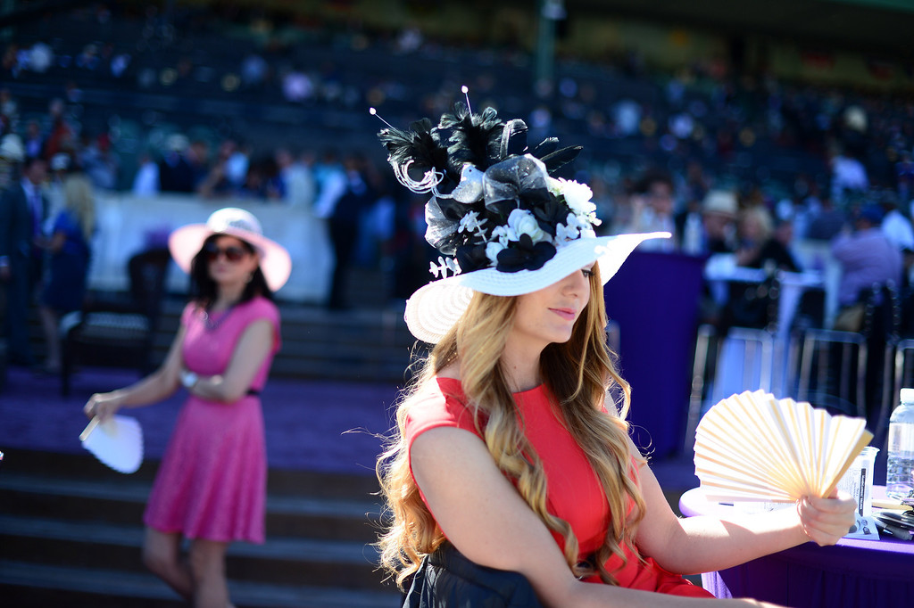 Description of . Renae Cowley fans herself at the Breeders' Cup at Santa Anita Park in Arcadia Friday, November 1, 2013. (Photo by Sarah Reingewirtz/Pasadena Star-News)