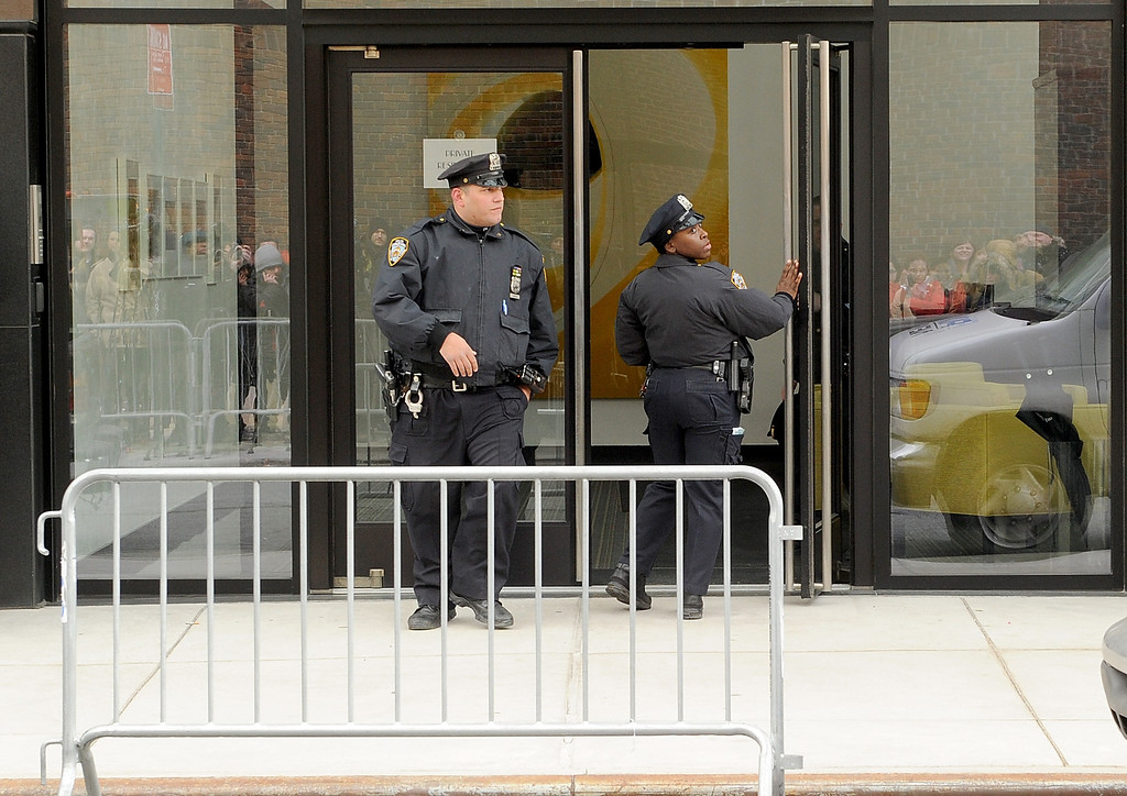 Description of . Police Officers at The scene outside the Chelsea apartment building on March 17, 2014 in New York City, where fashion designer L'Wren Scott, 47, was found dead from an apparent suicide.  (Photo by Jamie McCarthy/Getty Images)