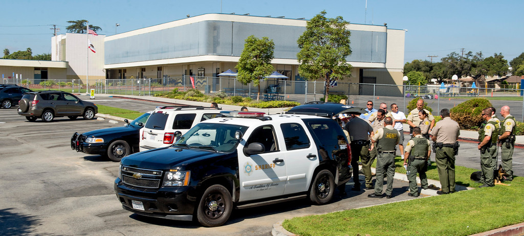 Description of . Los Angeles County Sheriff's deputies respond to a bomb threat at Longden Elementary School in Temple City, Calif. Sept. 25, 2013.  (Staff photo by Leo Jarzomb/San Gabriel Valley Tribune)