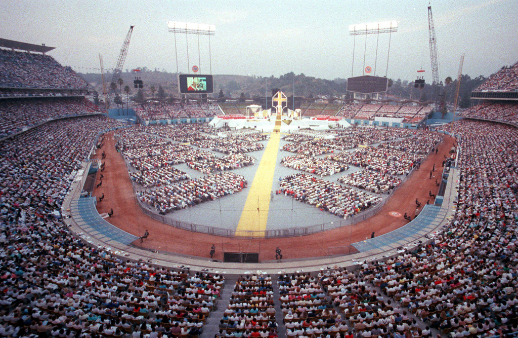 Description of . 9/16/87: Pope John Paul II celebrates mass at Dodger Stadium.  (Los Angeles Daily News file photo)
