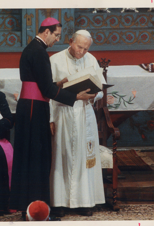 Description of . Cardinal Roger Mahony and Pope John Paul II in 1987 (Los Angeles Daily News file photo)