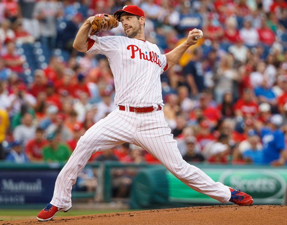 Description of . Philadelphia Phillies starting pitcher Cliff Lee throws to Los Angeles Dodgers during the first inning of a baseball game on Friday, Aug. 16, 2013, in Philadelphia. (AP Photo/Christopher Szagola)