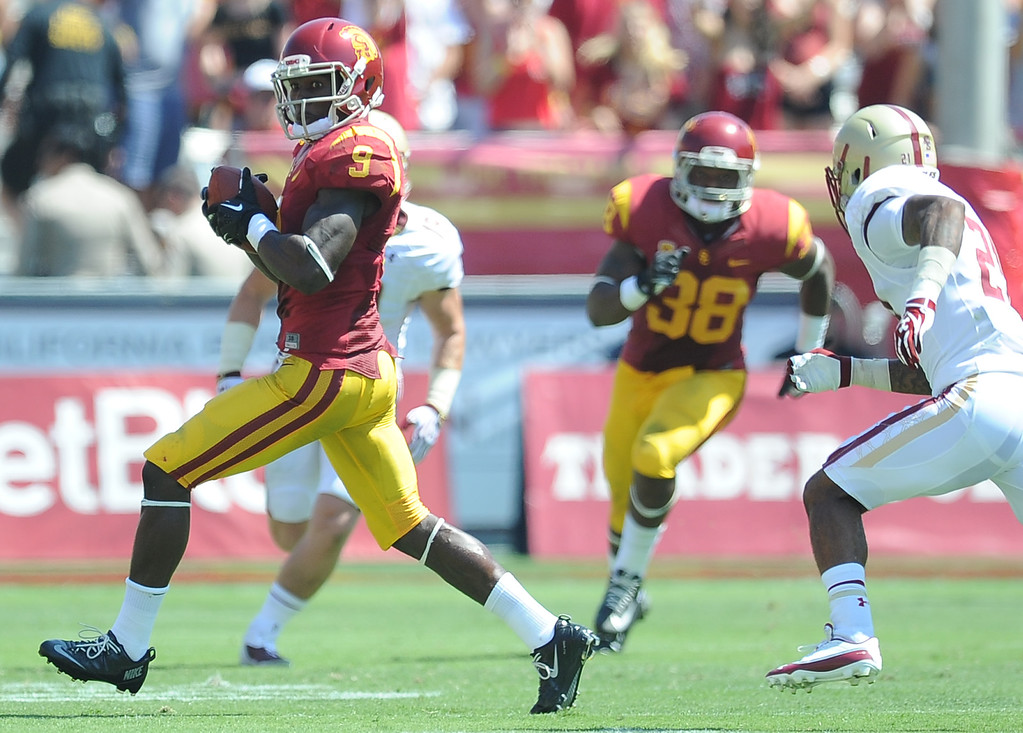 Description of . Southern California wide receiver Marqise Lee (9) runs for a 80 yard touchdown after a reception against Boston College during the first half of an NCAA college football game in the Los Angeles Memorial Coliseum in Los Angeles, on Saturday, Sept. 14, 2013.