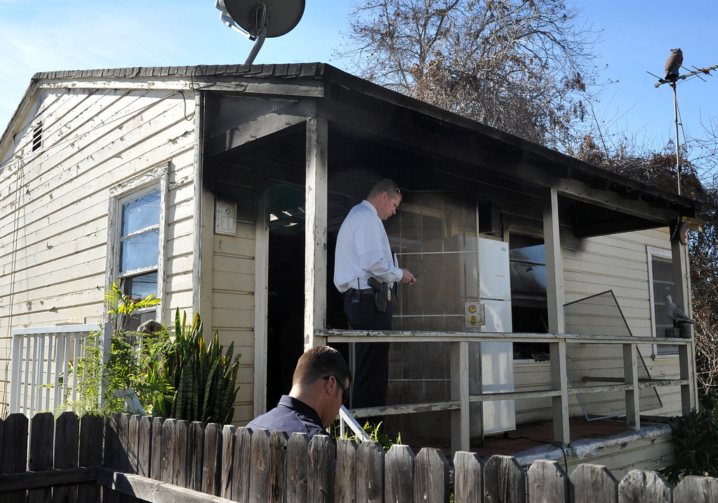 Description of . Whittier Police lead Detective Chad Hoeppner, center, investigate a house fire on the 13500-block of Via Del Palma in Whittier Where two residents were found dead inside on Thursday January 2, 2014. (Staff Photo by Keith Durflinger/Whittier Daily News)