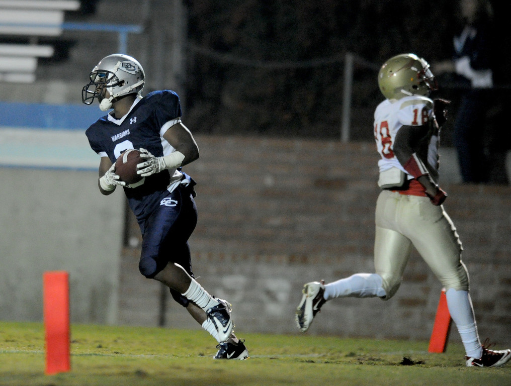 . El Camino\'s Kendell Sparks scores against College of the Desert\'s Shaquille Eason in the North Central Conference football game at Murdock Stadium in Torrance, CA. on Saturday, October 26, 2013. (Photo by Sean Hiller/ Daily Breeze)